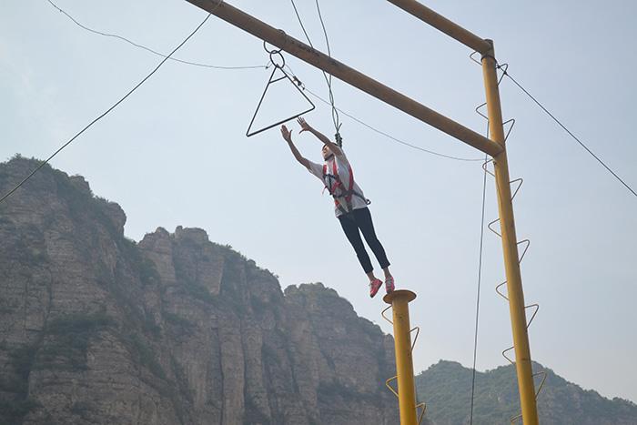 高空拓展训练项目能够有效提高员工的心理素质