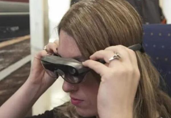 联想AR眼镜可让您一次在多个屏幕上工作