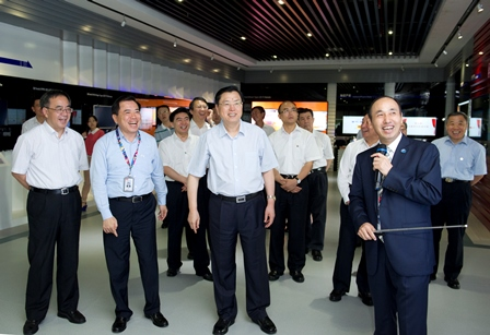 中国中央政治局常委,第十二届全国人民代表大会常务委员会委员长张德江视察华星光电。