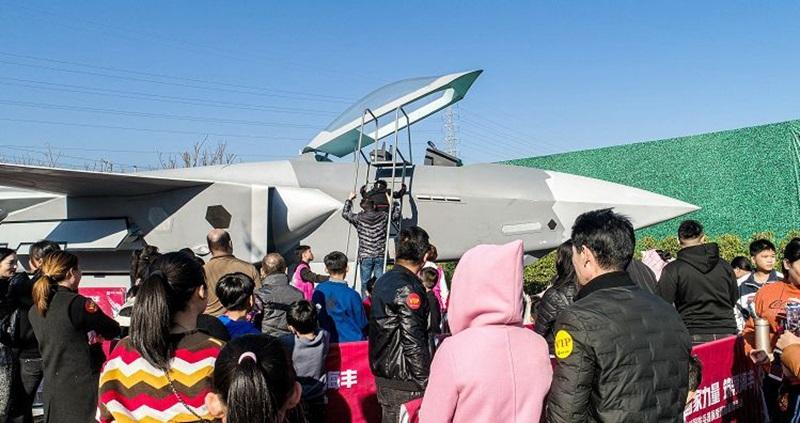 海丰首届国防兵器展开幕 坦克战斗机太帅了