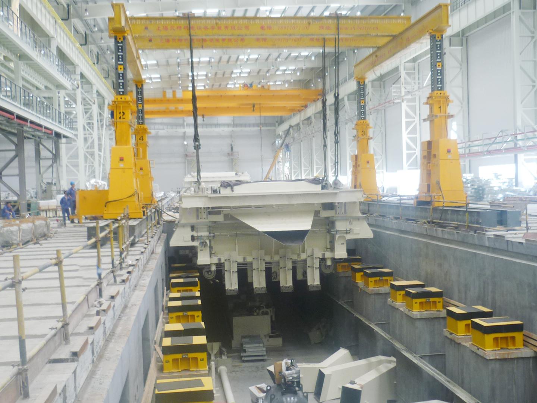 2012宁波大众压机底座就位