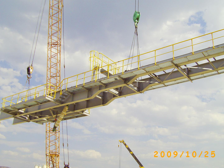 2009纳米比亚水泥厂原料混合仓主体就位