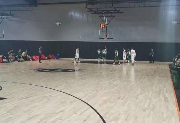 """篮球赛 热血不可阻""""篮"""""""