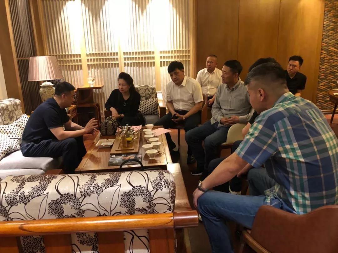 【kok登录动态】kok平台新用户送彩金市领导与kok登录企业家交流座谈会在哈尔滨举行
