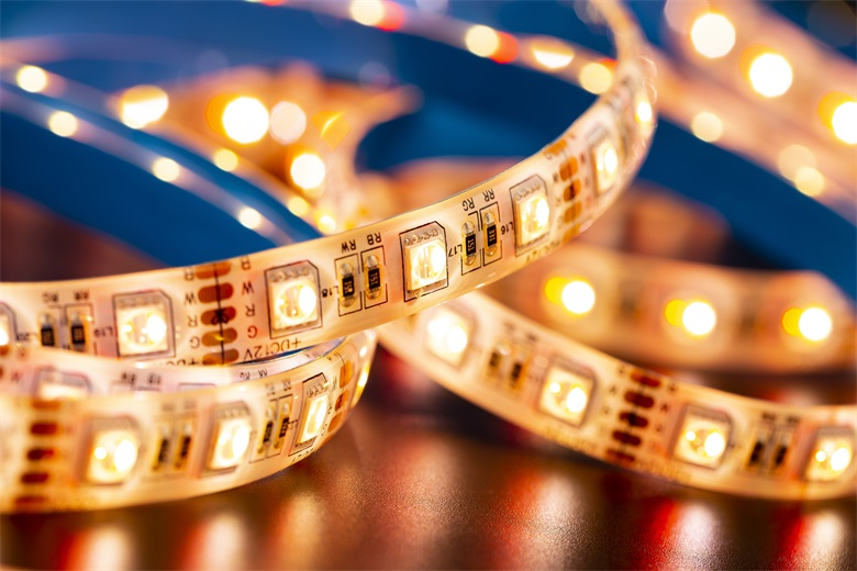 What are the differences between LED light belt 3528 and 5050