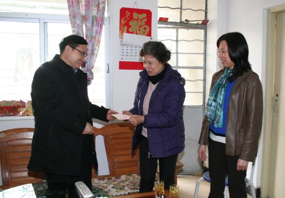 春节前夕省国资委和集团领导分别走访慰问困难党员职工
