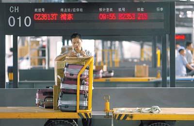 深圳新机场20分钟自动完成行李条码分拣
