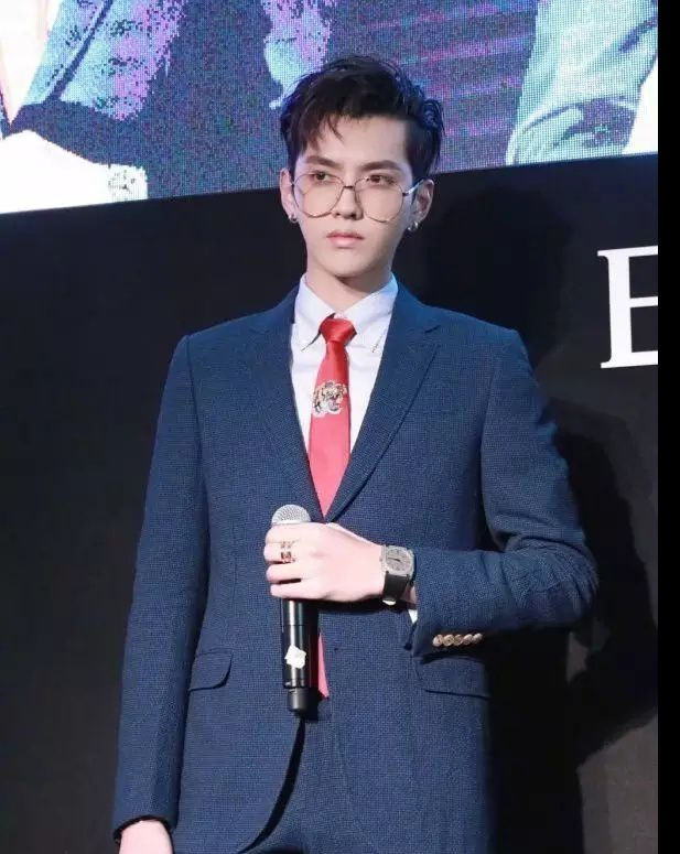 中国明星不会穿西服?