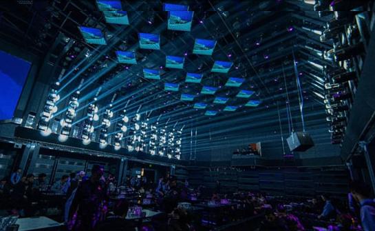 高端酒吧装修-LED透明屏