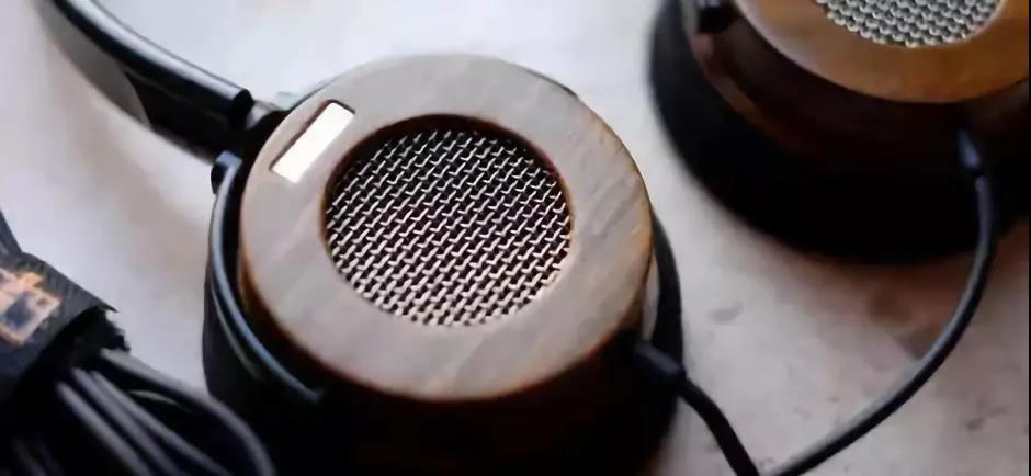 喜欢花大价钱买耳机的男生到底是什么心态?