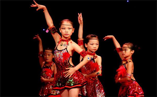 如何激发如何激发少儿学习民族舞的意愿呢?