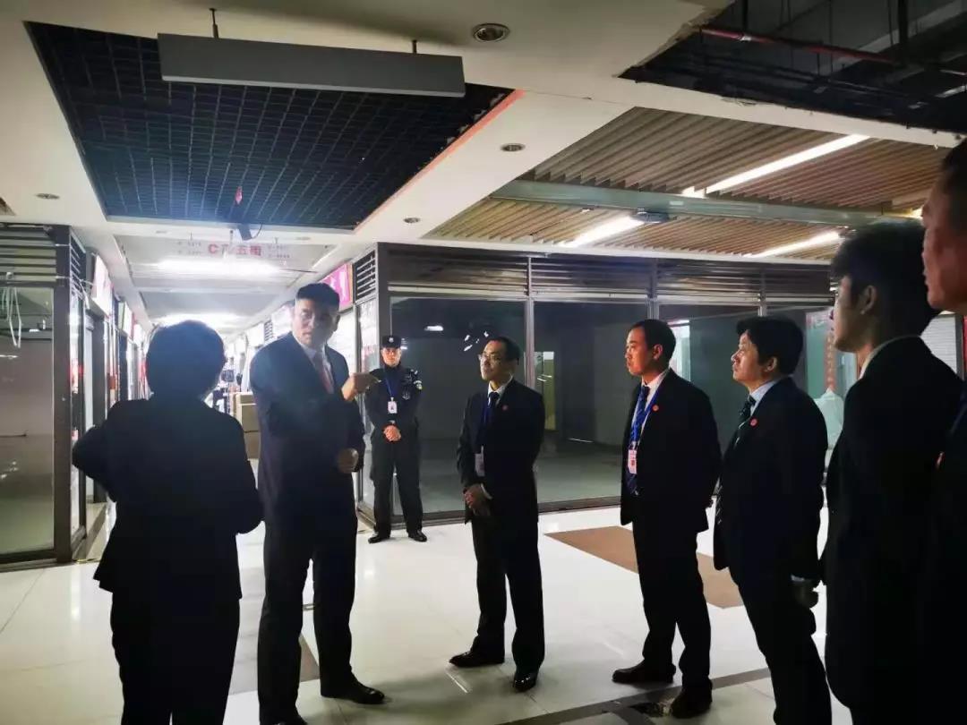 集团董事局主席金位海带队检查重庆易胜博官网app小商品批发市场