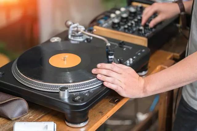 黑胶唱片:永不过时的经典,最好的音乐适合慢慢聆听