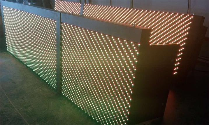 南昌市青湖大道LED交通诱导屏专用P16户外双色标箱(奥马哈)