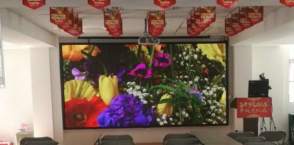南阳市梅溪国际酒店宴会厅LED舞台屏专用P3.91租赁箱体(奥马哈)