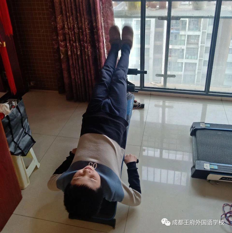 区教育局纪检组组长罗勇到成都王府视察延期开学相关工作