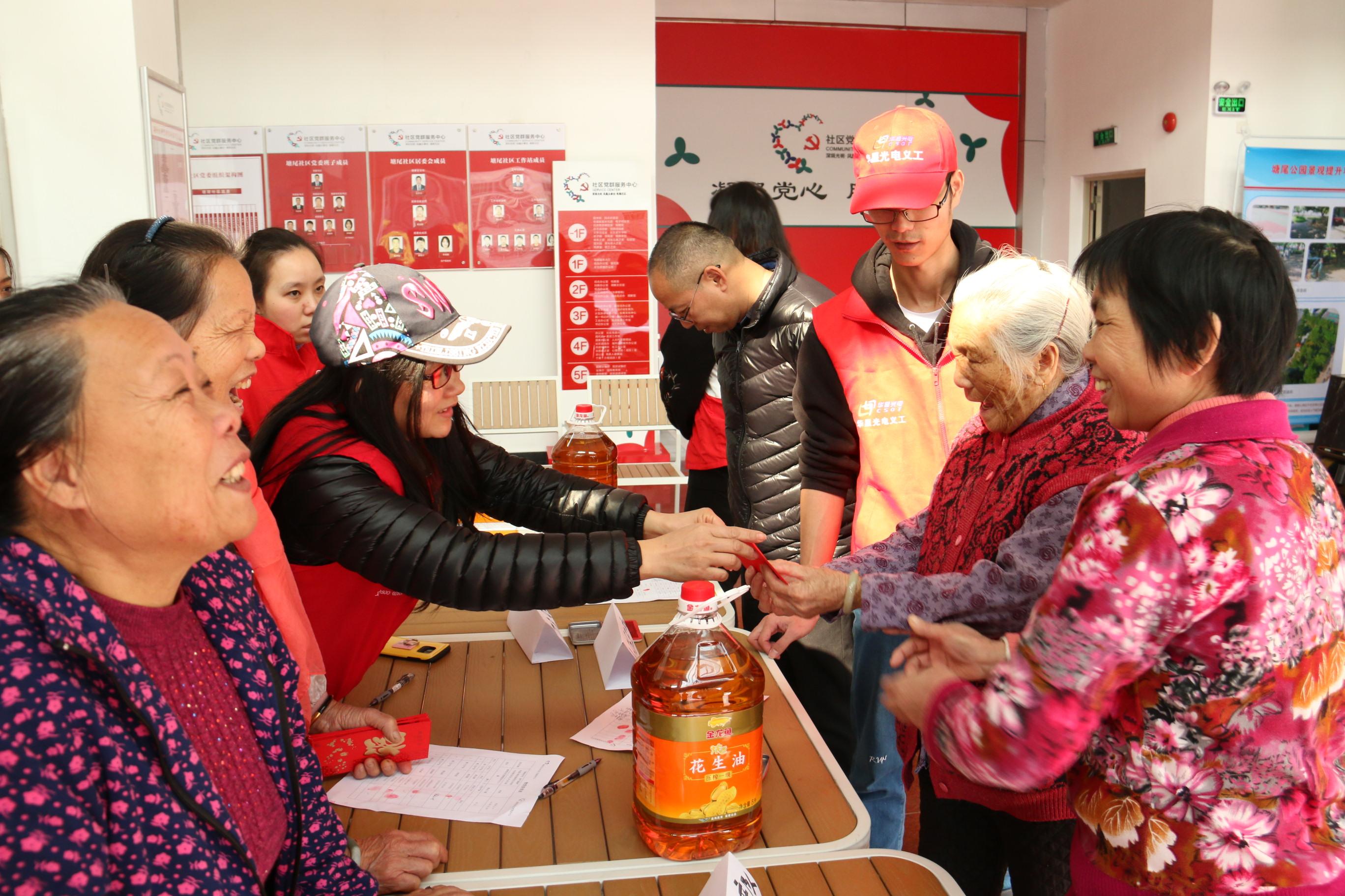 """""""迎新春,送温暖""""慰问社区老人活动"""