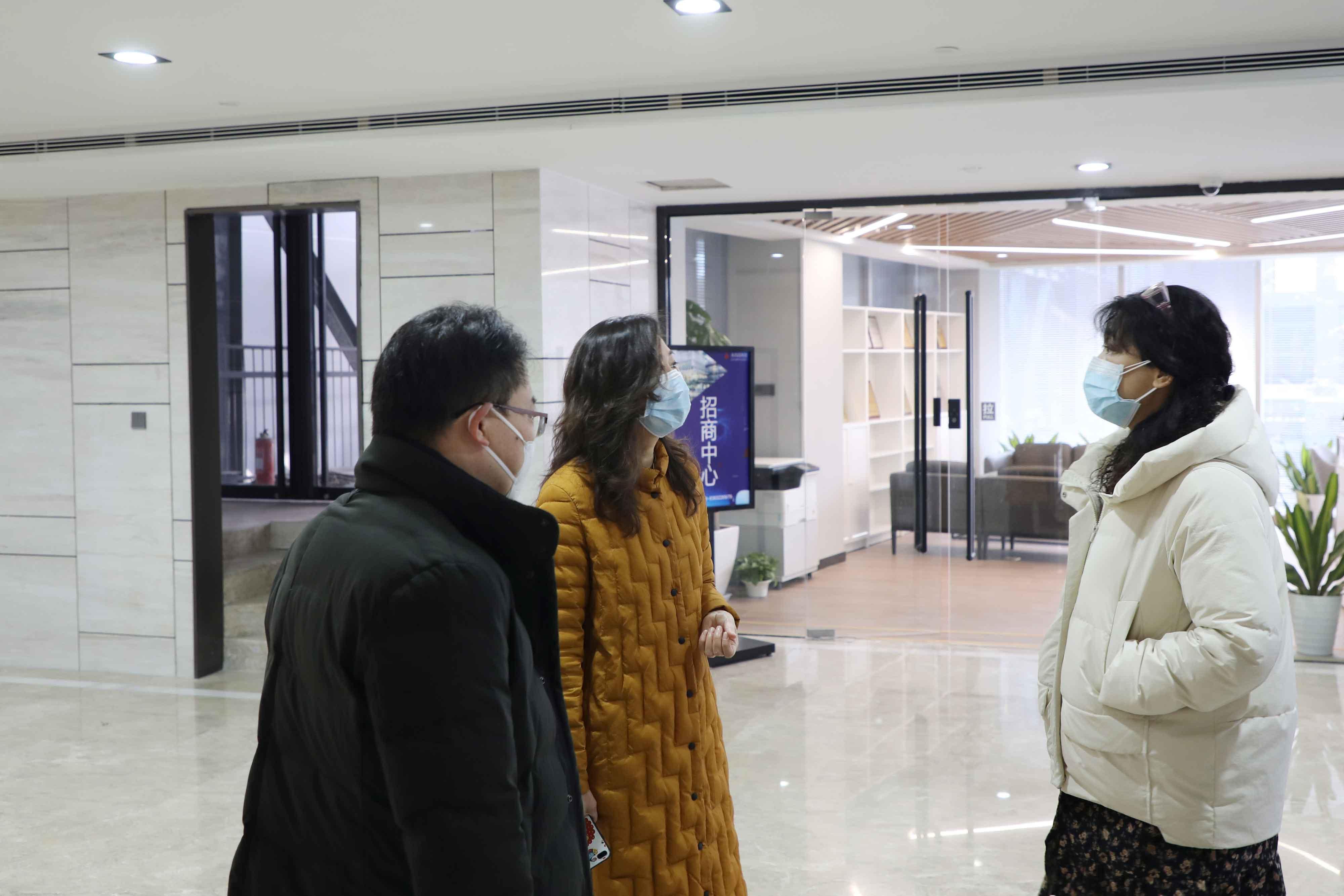 科信局局长张咏梅一行莅临西国贸园区考察调研