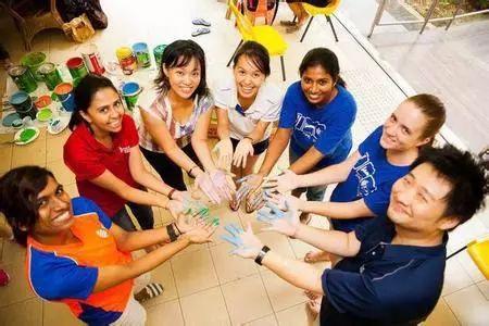《空中留学工作室》第二十二期   什么途径可以入读新加坡政府中小学? 如何申请新加坡绿卡?