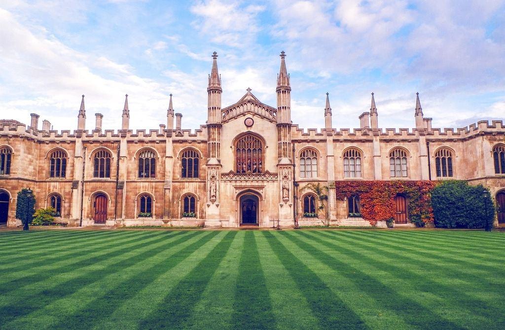 高考系列:高考成绩轻松就读英国大学课程