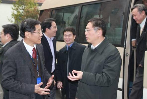 上海市副市长屠光绍到公司调研
