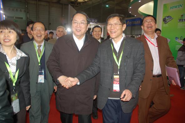 俞正声书记到睿励SEMICON China 2012展位参观