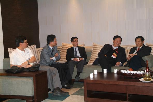 江上舟同志与上海半导体装备公司座谈