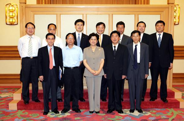 国务委员陈至立接见公司领导
