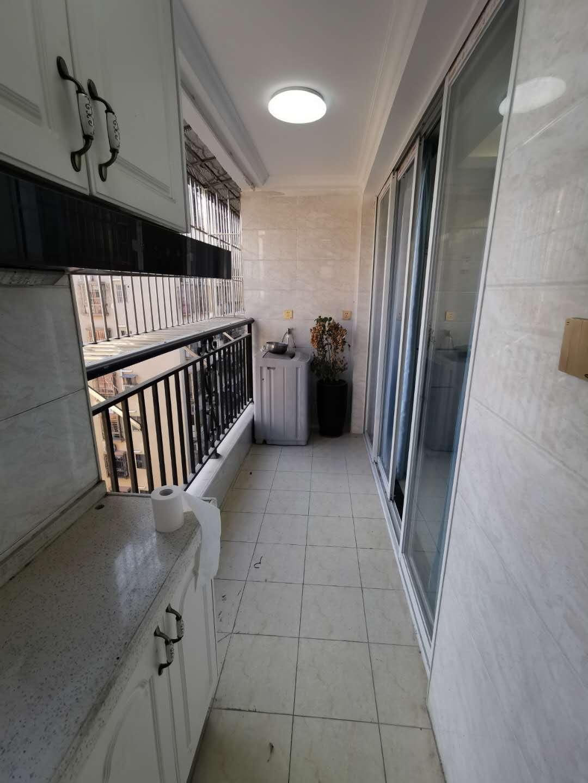 大浪菠萝斜新村全新电梯房两房一厅出租