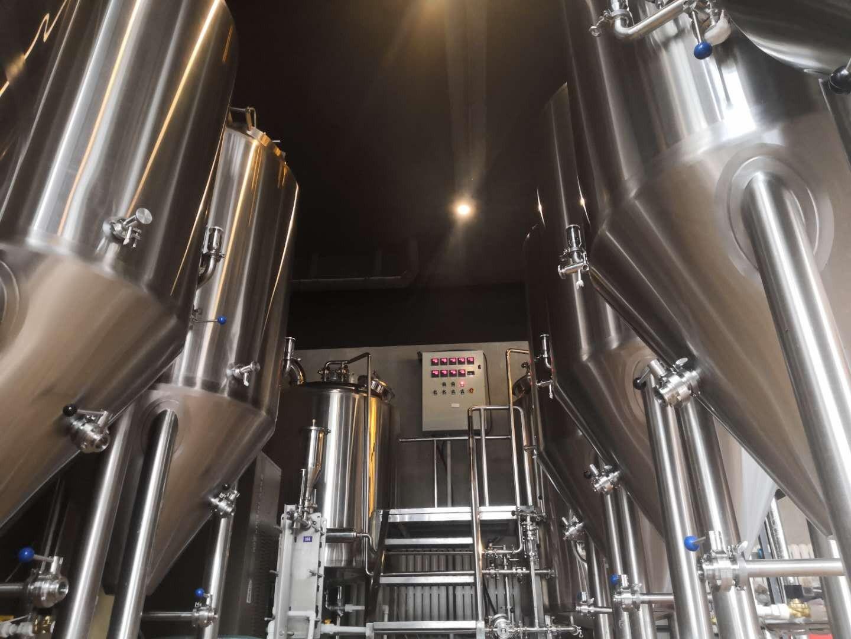 德澳公司定制生产的单次糖化3000升小型啤酒设备即将交付客户  --专业的啤酒设备厂家