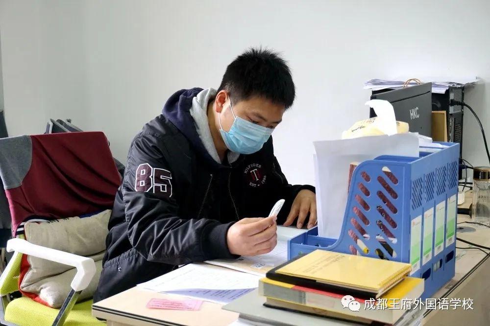 细化管理 精准防控|成都王府全体教职工返校开展疫情防控培训