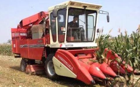 玉米收割机案例
