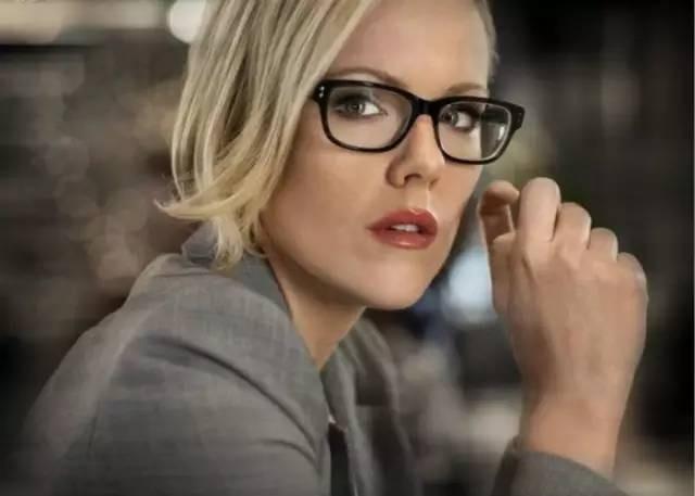 云镜台:8大戴眼镜坏习惯会致盲,真的有这么严重吗?