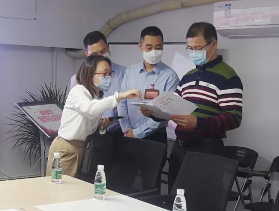 """龙华区政协副主席黄海广一行来我司视察""""委员之家""""建设情况"""