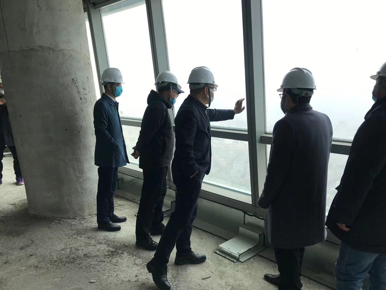 长春市南关区领导一行莅临我项目指导 玻璃幕墙安全防护工作