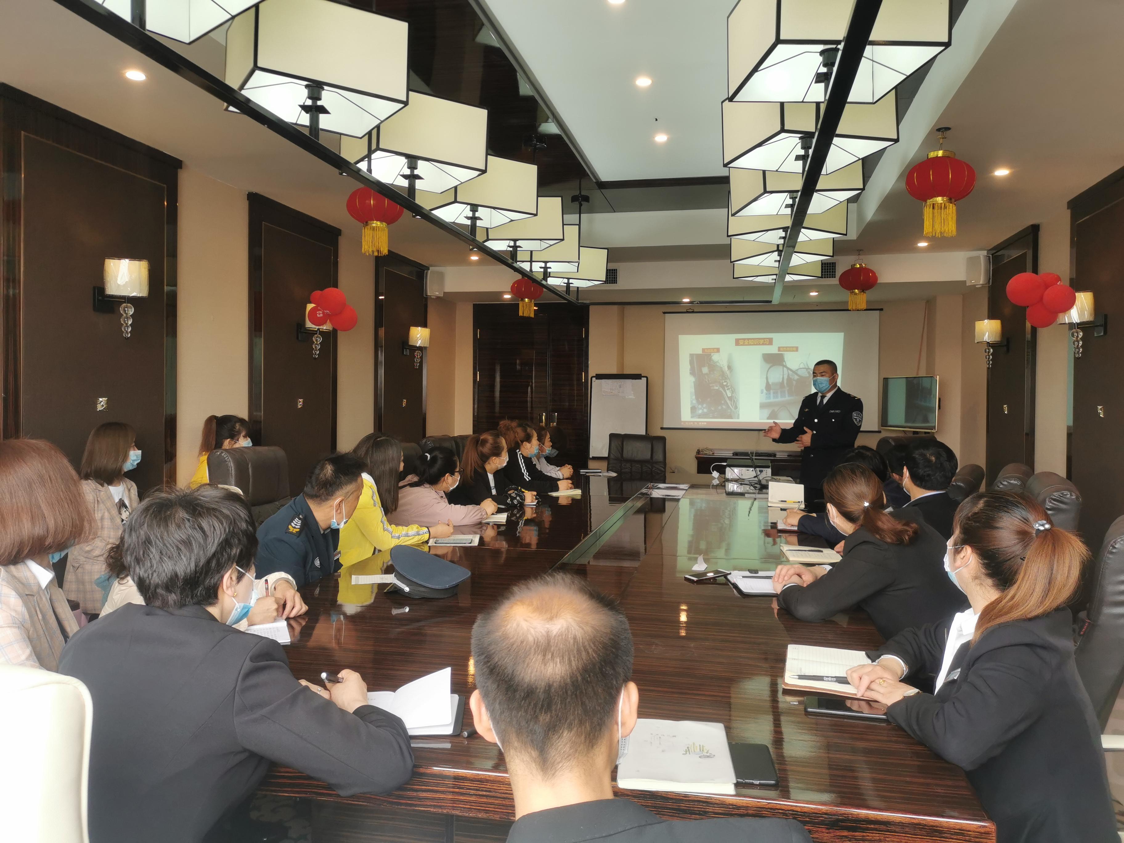 酒泉分中心受邀为东悦商贸有限公司开展雷电竞官方网站知识宣传