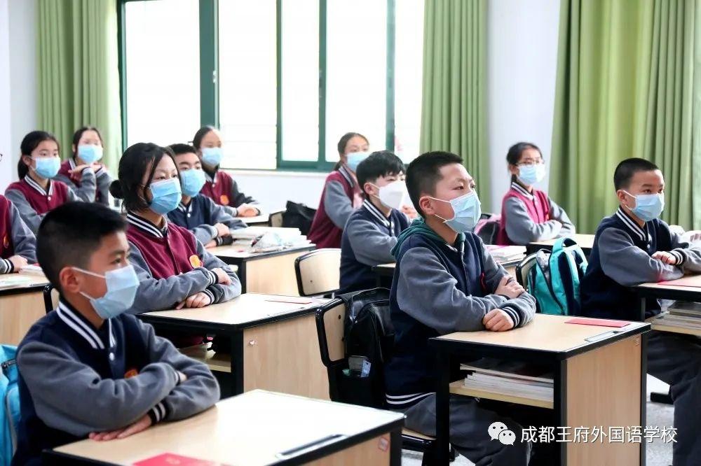 四月芬芳 生机盎然|成都王府外国语学校初中部全体师生回归校园