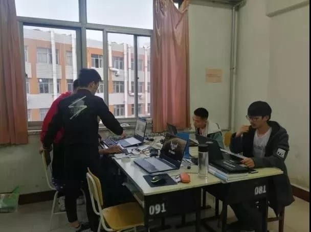 打造大学生科技创新团队服务校友企业