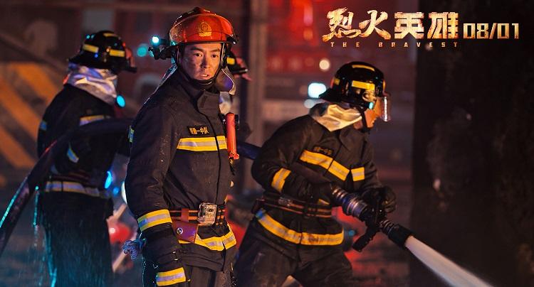 中楚汉秀:《烈火英雄》用身躯守护和平,替我们负重前行!