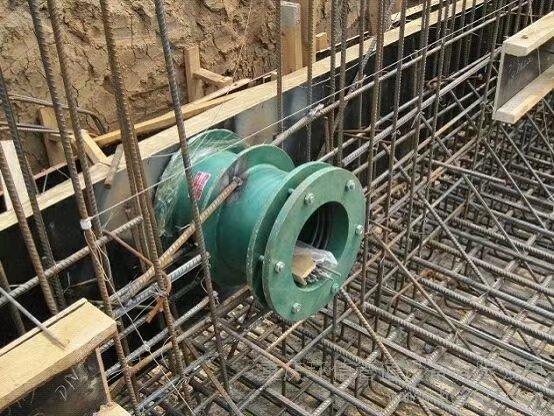 柔性防水套管安装在建筑工程中的作用是什么?