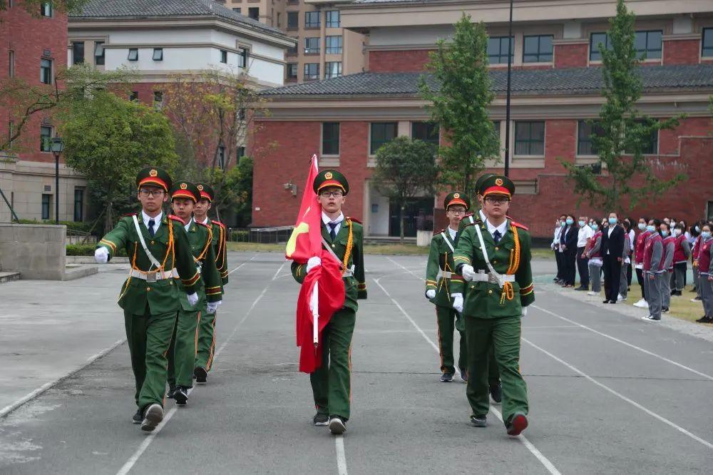 感恩母亲 热爱祖国|成都王府新学期第一次全体师生升旗仪式