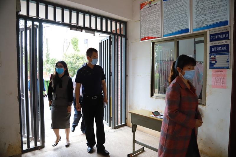 长沙市教育局、市疾控中心、市场监督局领导来云顶国际登录官网检查指导春季开学与疫情防控工作