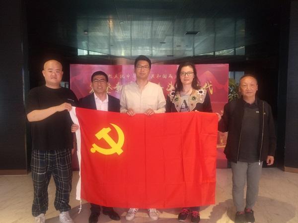 基础设施公司组织开展《我和我的祖国》电影党课