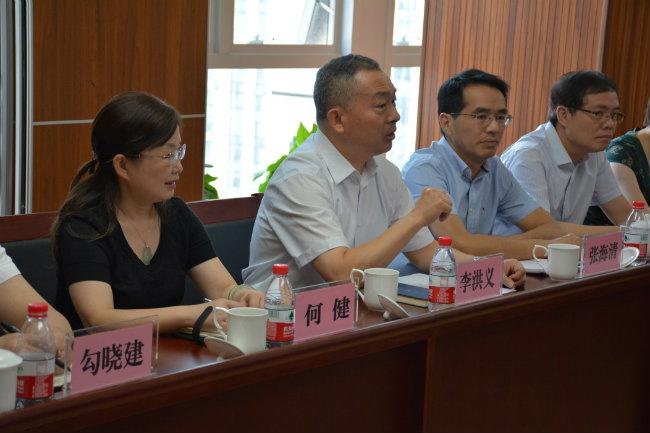 市总社党委书记、主任李洪义到农信公司 调研指导工作