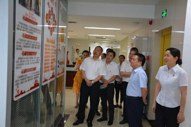 市委巡回指导十组周瑜泉组长 检查指导重庆农信公司主题教育工作