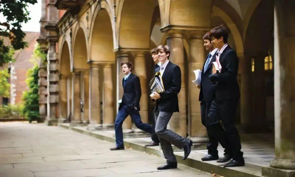 QS世界前100英国高校确认开学日期!