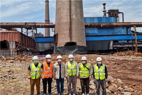 我院成功爆破武钢炼铁厂180m钢筋混凝土烟囱