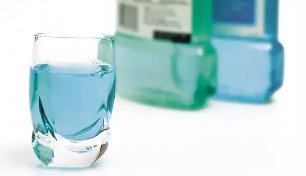 漱口:口腔保健最方便的一种方法