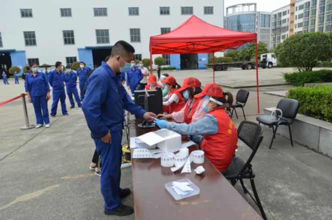 中國應急組織武漢廠區員工進行核酸檢測