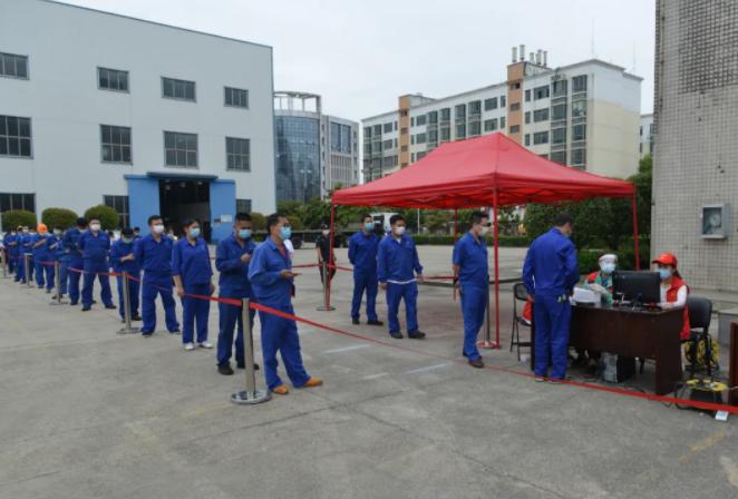 中国应急组织武汉厂区员工进行核酸检测